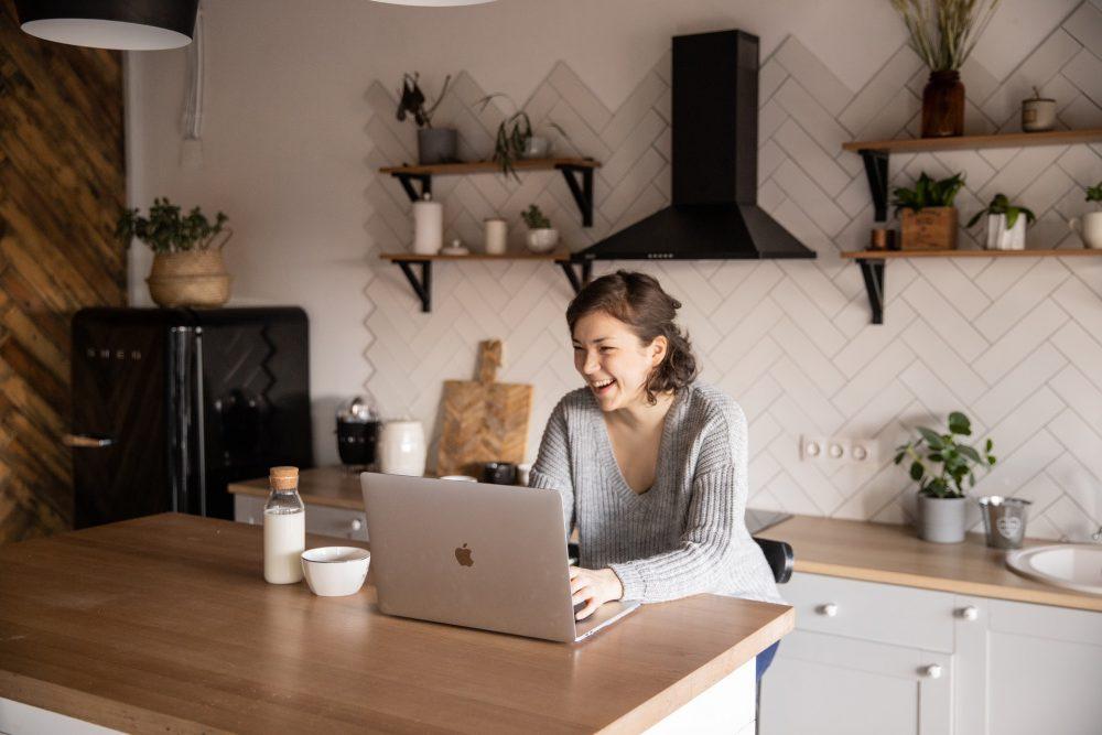 Woman-Laughing-at-social-media